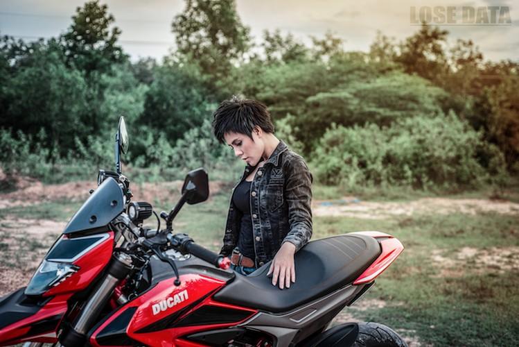 "Chan dai Viet do dang ""sieu ngau"" ben moto Ducati Hypermotard-Hinh-5"