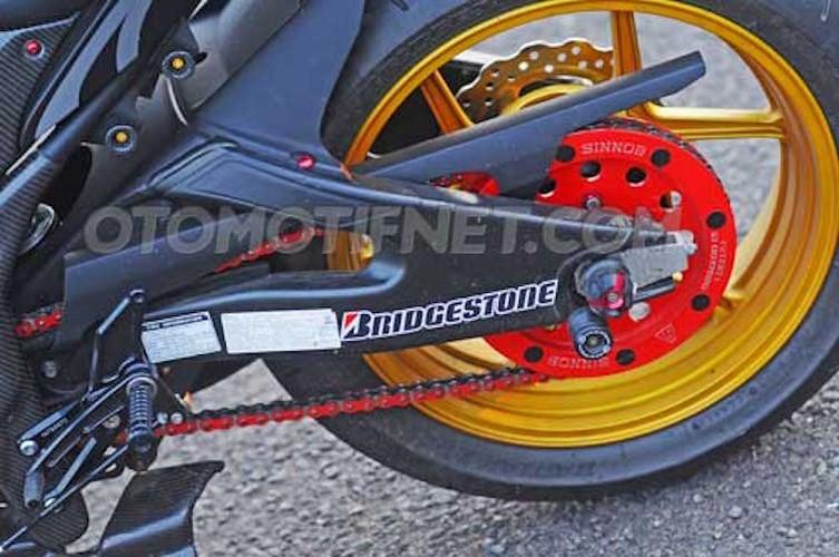 Chiem nguong Yamaha R25 phong cach sieu moto-Hinh-6