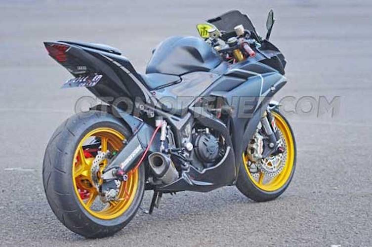 Chiem nguong Yamaha R25 phong cach sieu moto-Hinh-7