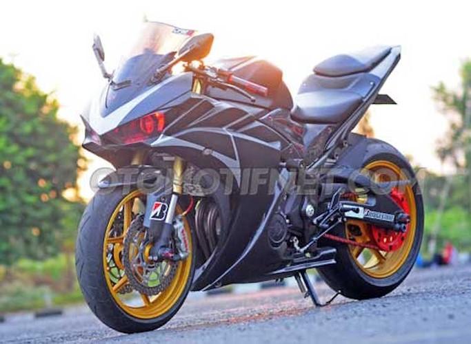 Chiem nguong Yamaha R25 phong cach sieu moto