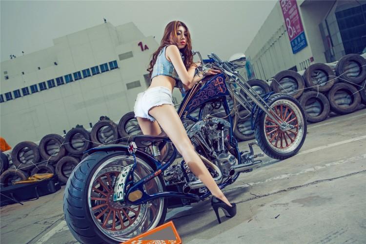 """Moto Harley-Davidson khung do dang """"chan dai den nach""""-Hinh-2"""