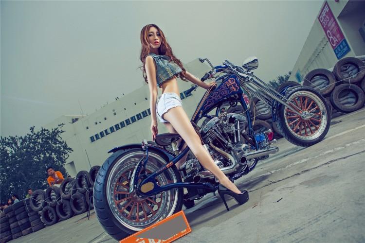 """Moto Harley-Davidson khung do dang """"chan dai den nach""""-Hinh-3"""