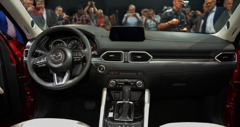 """Xe oto Mazda CX-5 2017 """"thet gia"""" tien ty tai Singapore-Hinh-6"""
