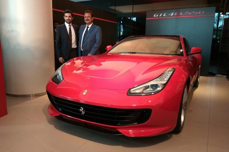 """Sieu xe 4 cho Ferrari GTC4Lusso """"dat lop"""" toi An Do"""