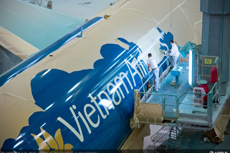 Can canh sieu may bay A350-900 thu 8 cua Vietnam Airlines-Hinh-2