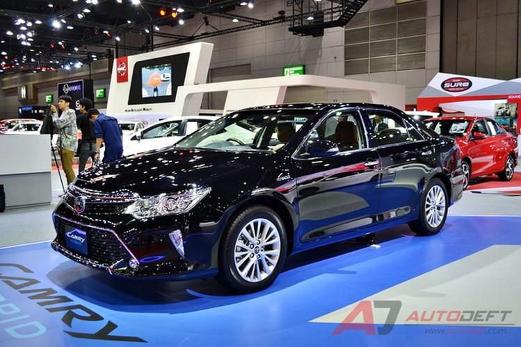 Toyota Camry 2017 nang cap tai Thai Lan gia 956 trieu