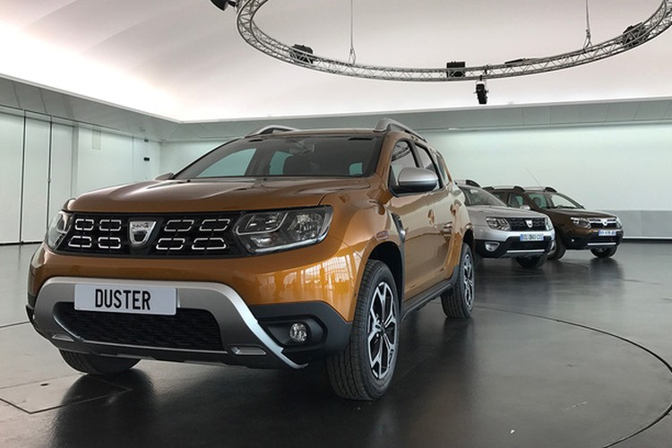 """Soi """"anh song"""" xe oto gia re Renault Duster 2018"""