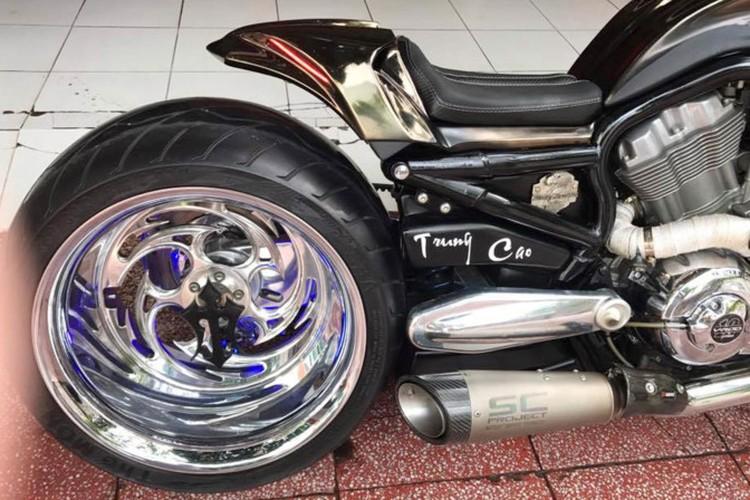 """Moto Harley V-Rod """"hang khung"""" cua dai gia Y te Sai Gon-Hinh-7"""