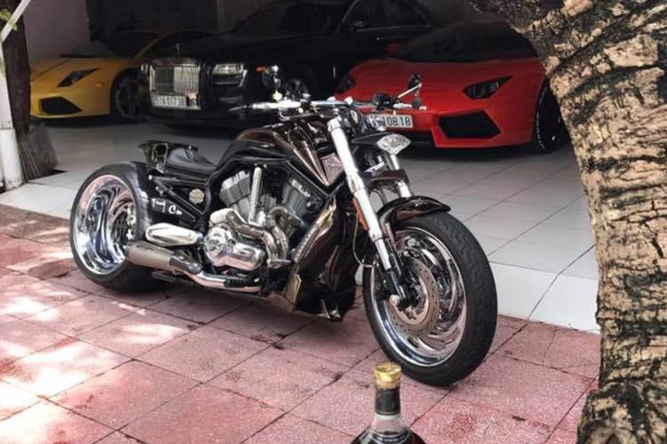 """Moto Harley V-Rod """"hang khung"""" cua dai gia Y te Sai Gon-Hinh-9"""