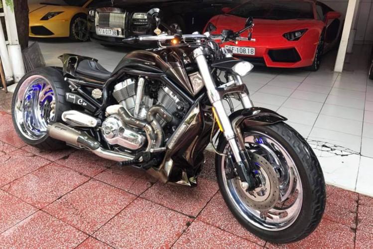 "Moto Harley V-Rod ""hang khung"" cua dai gia Y te Sai Gon"