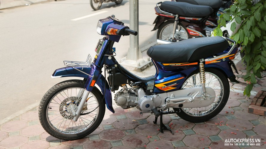 Dan choi Ha Noi do Honda Dream Thai 50 trieu dong-Hinh-2