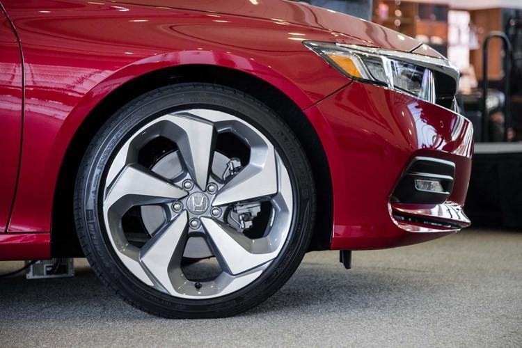 "Honda Accord 2018 gia 535 trieu ""dau"" Toyota Camry-Hinh-9"