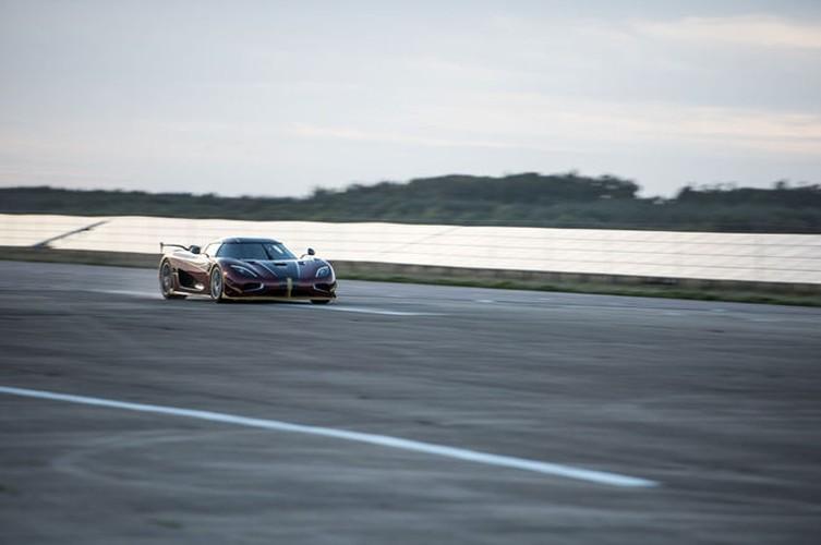 "Sieu xe Koenigsegg Agera RS cho Bugatti Chiron ""ngui khoi""-Hinh-2"