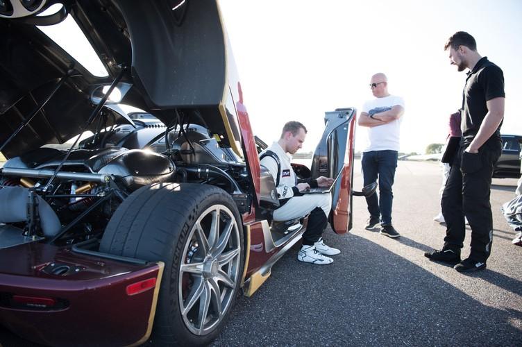 "Sieu xe Koenigsegg Agera RS cho Bugatti Chiron ""ngui khoi""-Hinh-3"