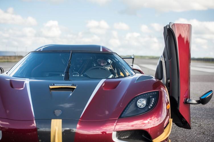 "Sieu xe Koenigsegg Agera RS cho Bugatti Chiron ""ngui khoi""-Hinh-8"