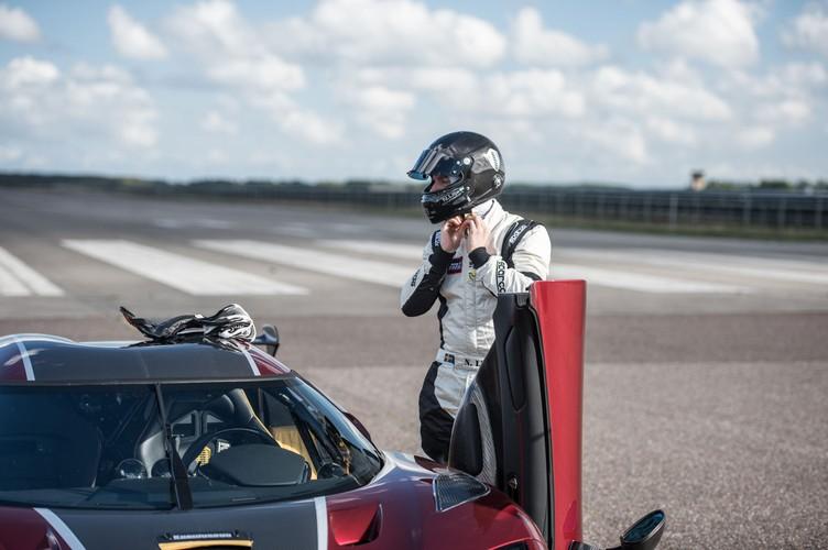 "Sieu xe Koenigsegg Agera RS cho Bugatti Chiron ""ngui khoi""-Hinh-9"