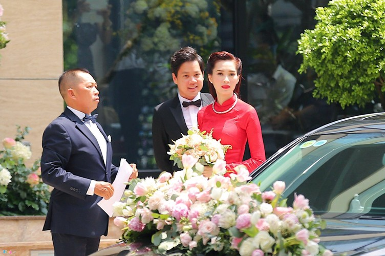 "Dan xe sang tien ty ruoc hoa hau Thu Thao ""ve dinh"""