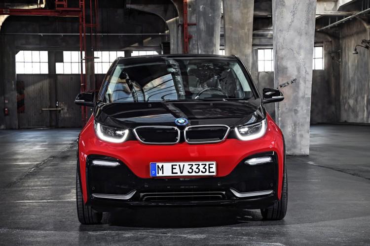 "BMW ""chot gia"" xe dien i3 2018 tu hon 1 ty dong"