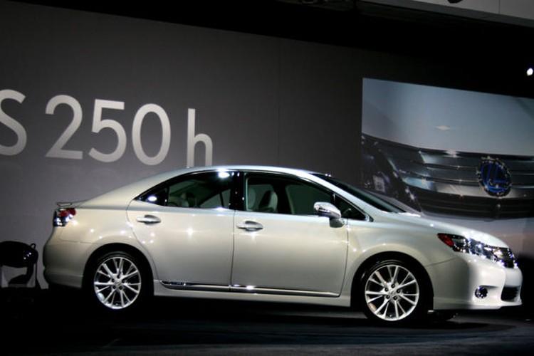 """Gan 20 nghin xe sang Lexus HS250h """"dinh loi"""" dien-Hinh-6"""