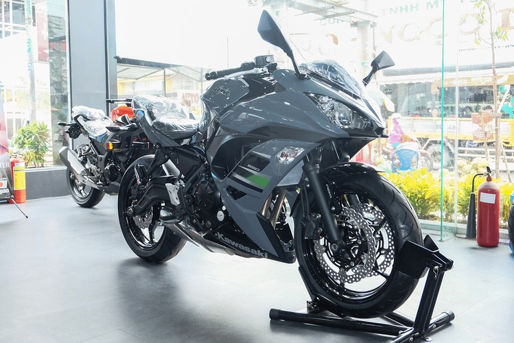 Kawasaki Ninja 650 2018 moi gia 288 trieu tai VN