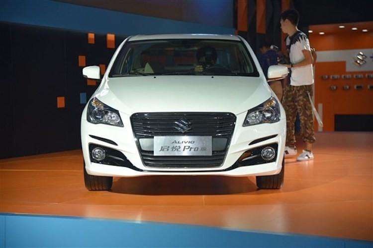 "Suzuki ra mat sedan ""sieu re"" Ciaz moi gia 324 trieu-Hinh-3"