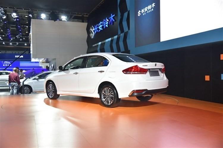 "Suzuki ra mat sedan ""sieu re"" Ciaz moi gia 324 trieu-Hinh-4"