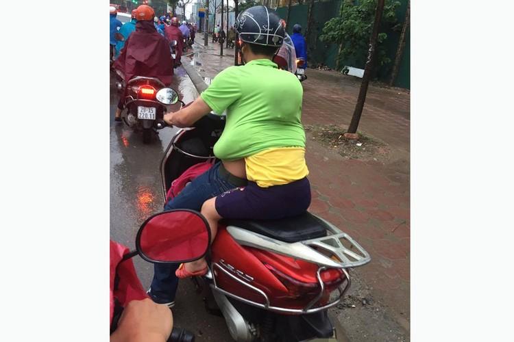 "Xem nguoi Viet ""lam xiec"" voi xe may tren pho-Hinh-5"