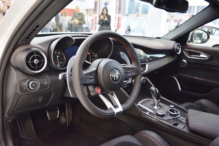 Top xe oto sedan co noi that dep nhat nam 2017-Hinh-2