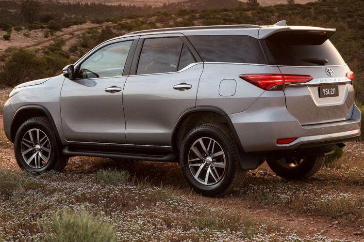 Toyota Fortuner 2018 giam gia den 125 trieu dong-Hinh-2