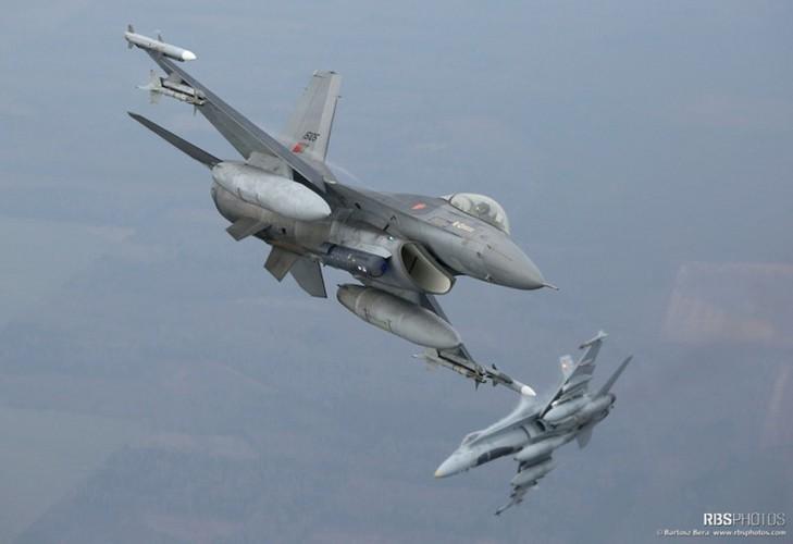Can canh tiem kich NATO tuan tieu sat nach Nga-Hinh-2