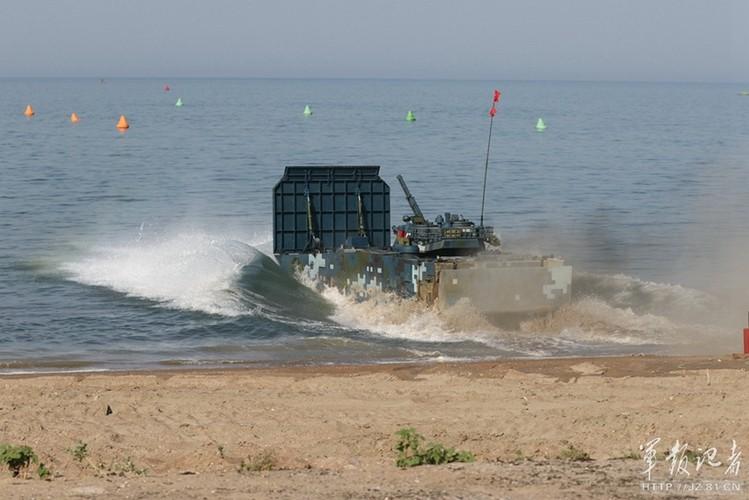 Xe thiet giap ZBD-2000 Trung Quoc dai thang Nga o bien Caspian-Hinh-3