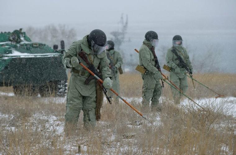 Theo doi Quan doi Nga tap tran trong mua dong Crimea-Hinh-3