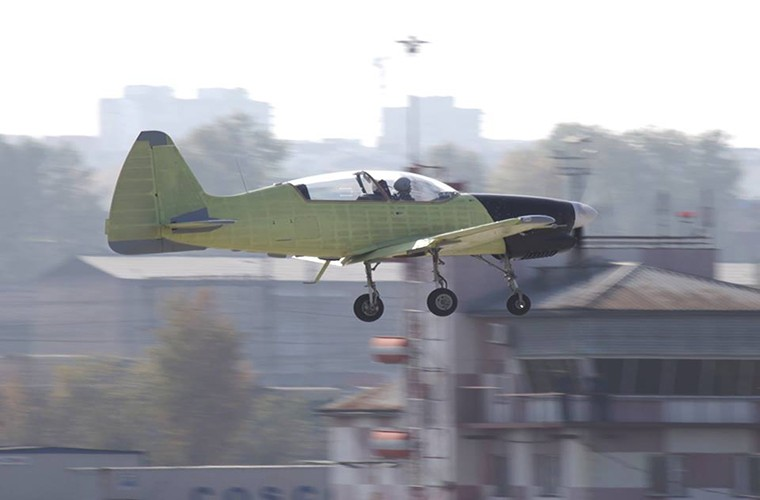 Muc kich chuyen bay dau tien cua may bay Yak-152 Nga-Hinh-2