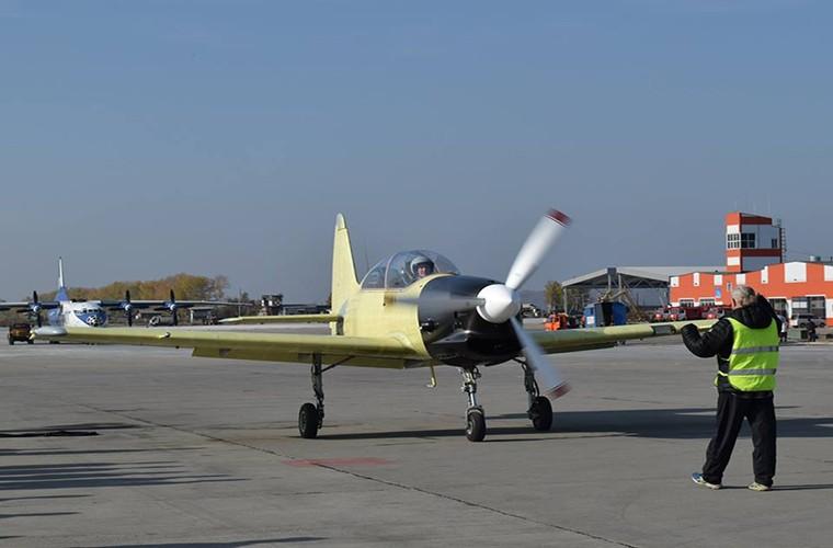 Muc kich chuyen bay dau tien cua may bay Yak-152 Nga-Hinh-3
