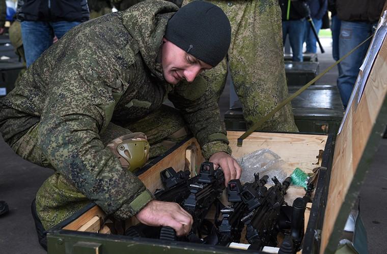 Sung truong AK-12 va A-545: Ai se duoc Quan doi Nga chon?-Hinh-2