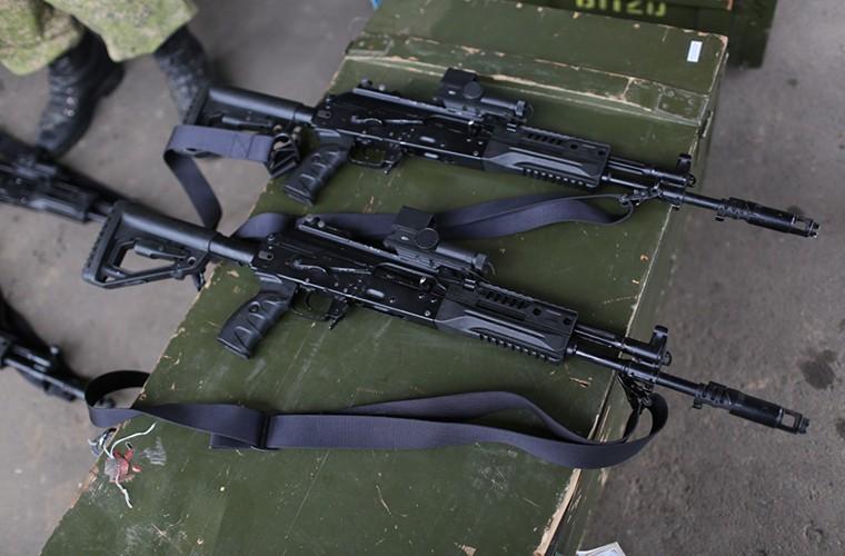 Sung truong AK-12 va A-545: Ai se duoc Quan doi Nga chon?-Hinh-3