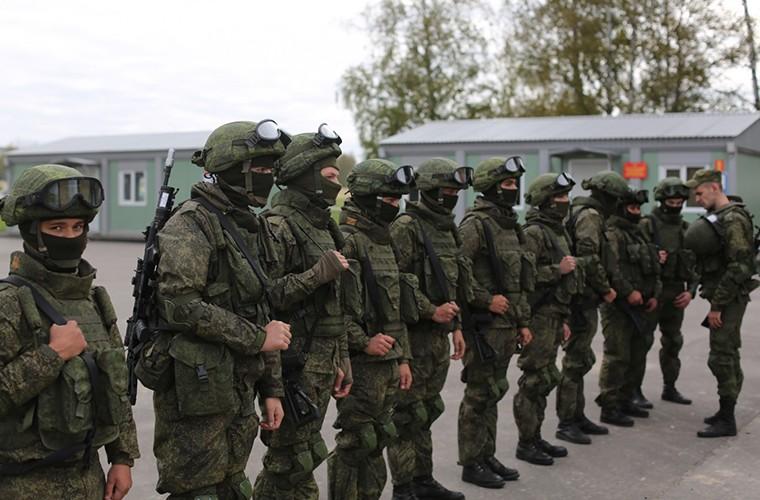 Sung truong AK-12 va A-545: Ai se duoc Quan doi Nga chon?