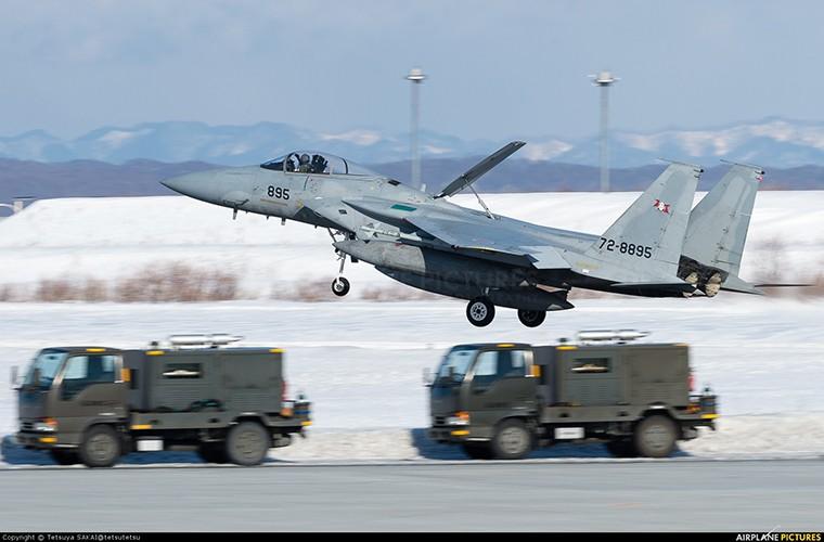 Nhat Ban dung tiem kich F-15J dau Su-35, J-20 Trung Quoc?-Hinh-2
