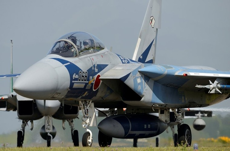 Nhat Ban dung tiem kich F-15J dau Su-35, J-20 Trung Quoc?-Hinh-6