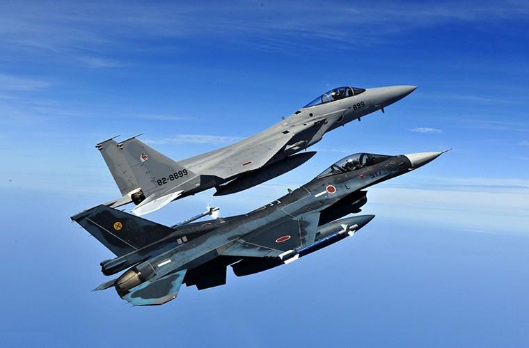 Nhat Ban dung tiem kich F-15J dau Su-35, J-20 Trung Quoc?-Hinh-7