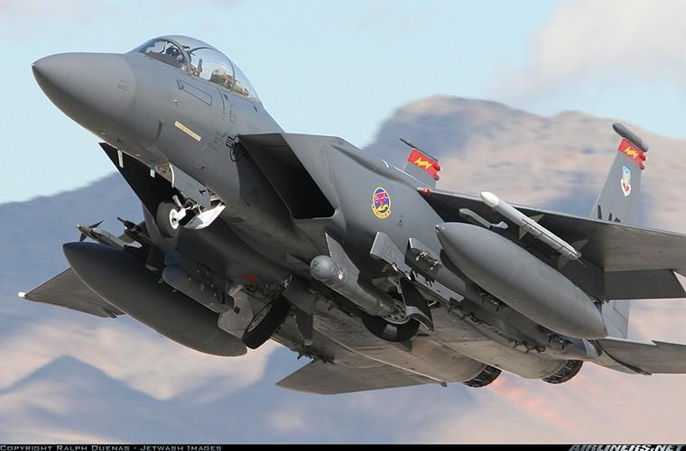 Nhat Ban dung tiem kich F-15J dau Su-35, J-20 Trung Quoc?-Hinh-8