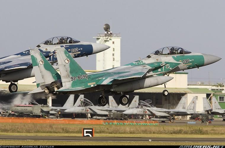 Nhat Ban dung tiem kich F-15J dau Su-35, J-20 Trung Quoc?-Hinh-9