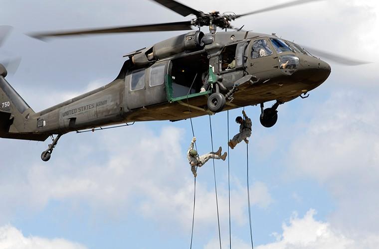 Quan doi My nhan truc thang UH-60M Black Hawk thu 1.000-Hinh-7