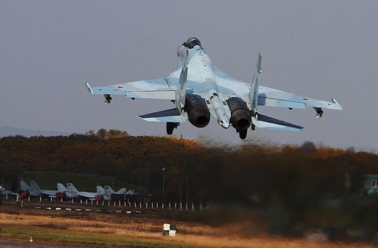 Cang thang tiem kich Su-35 tap tran ngay gan Nhat Ban-Hinh-2