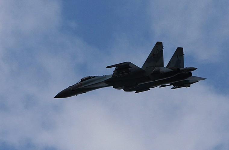 Cang thang tiem kich Su-35 tap tran ngay gan Nhat Ban-Hinh-3