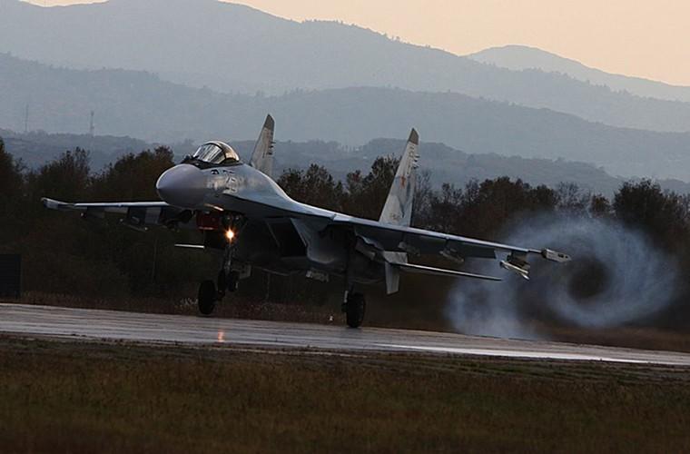 Cang thang tiem kich Su-35 tap tran ngay gan Nhat Ban-Hinh-4