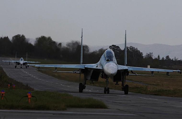 Cang thang tiem kich Su-35 tap tran ngay gan Nhat Ban-Hinh-7