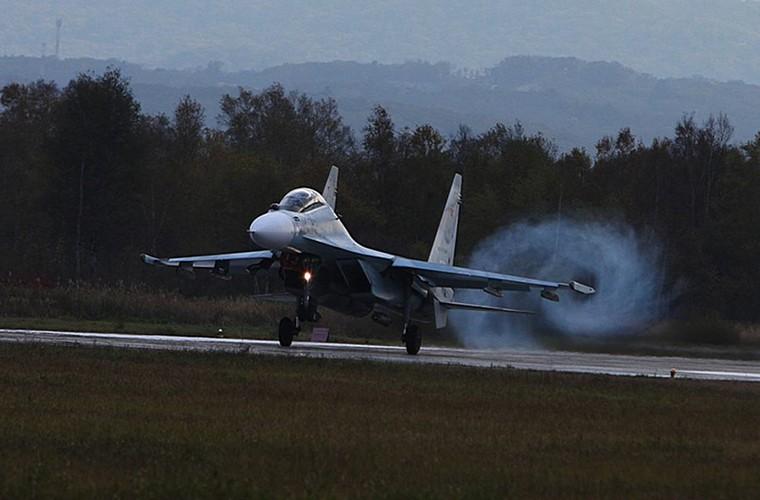 Cang thang tiem kich Su-35 tap tran ngay gan Nhat Ban-Hinh-9