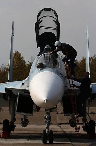 Cang thang tiem kich Su-35 tap tran ngay gan Nhat Ban