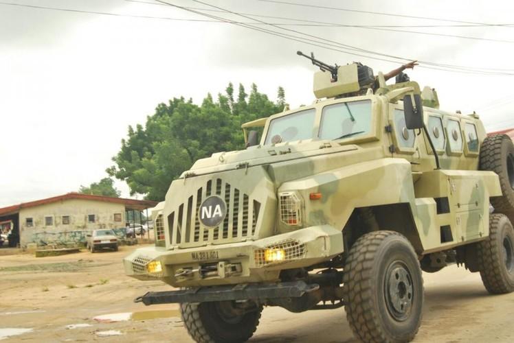 Kham pha xe boc thep Trung Quoc vua giao cho Kenya-Hinh-12